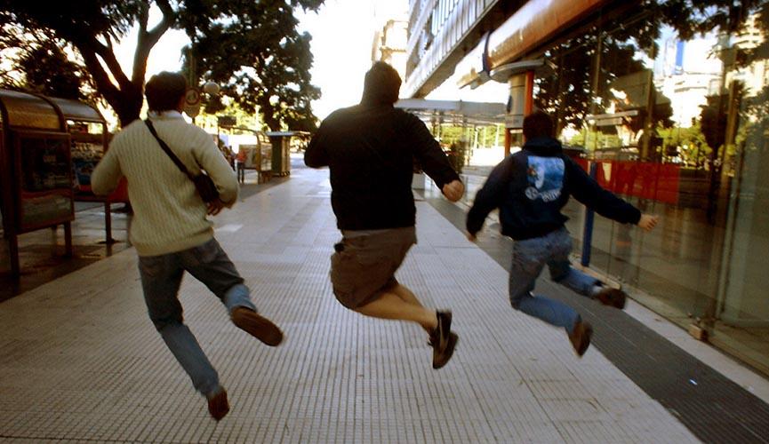 men-jumping-865x500